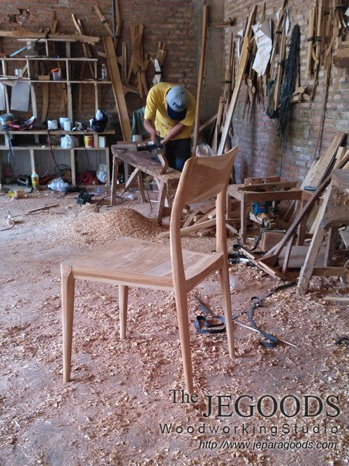 The Craftsman and the Chair! by Jepara Goods Woodworking Studio Furniture Indonesia. #teakfurniture #retrochair #teakchair #scandinavianchair #midcenturychair    Jegoods Woodworking Studio Indonesia (@jeparagoods) | Twitter