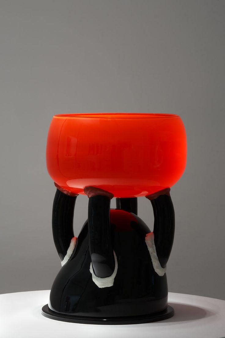 PRESSE http://www.cirva.fr  La Galerie DOWNTOWN François Laffanour, dans son espace dédié au design moderne et contemporain, 33 rue de Seine, présente une collection de vases inédite : les « Kachinas », une suite de 20 pièces dessinées par Ettore Sottsass en 2004 inspirées des figurines de la culture des Indiens Hopis d'Amérique. Avant sa disparition en 2007, Ettore Sottsass a donné son accord au Cirva (Centre International de Recherche sur le Verre et les Arts plastiques) à ...