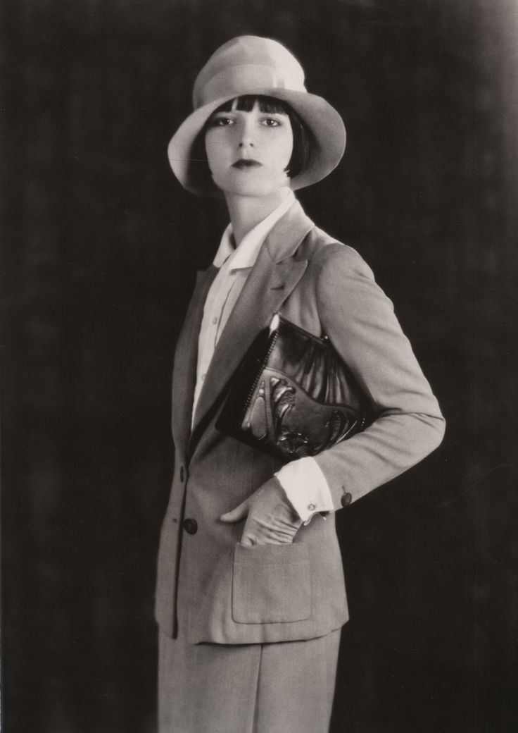 Louise Brooks photographed for Meeker Made Handbags, 1928 #millinery #judithm #cloche