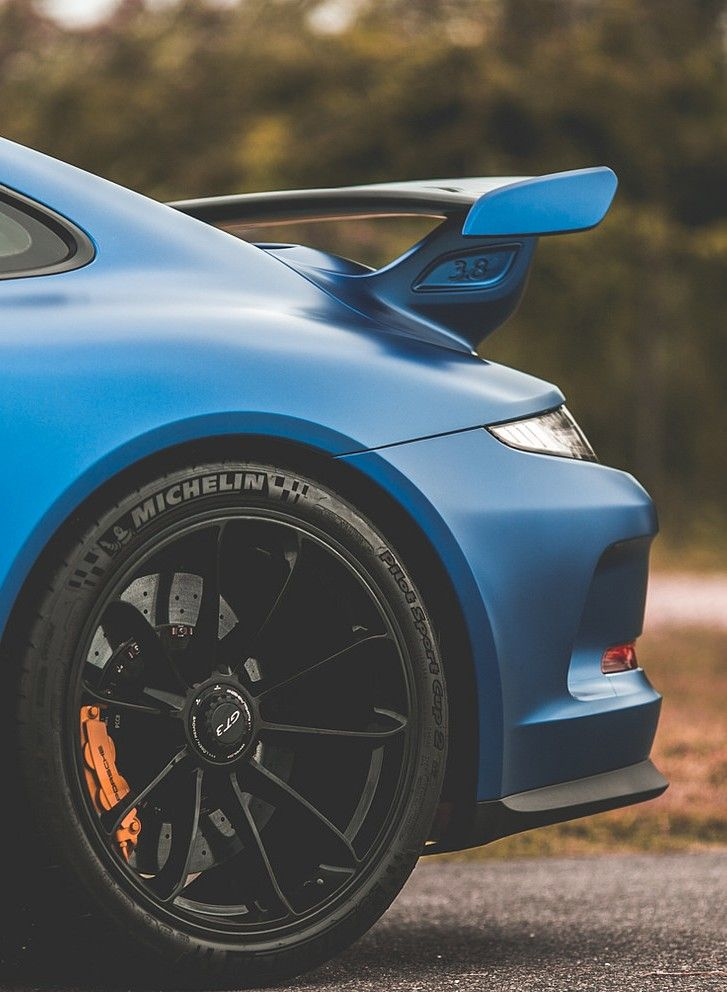 Porsche 911 GT3... love the colour..