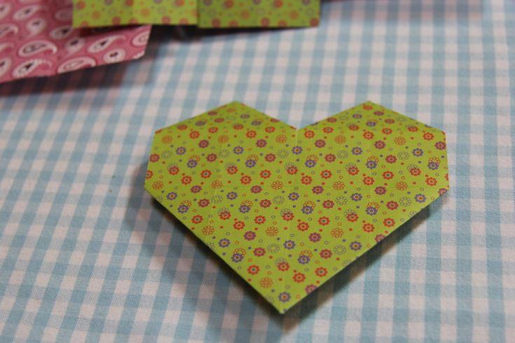 Egyszerű origami szív Anyák Napjára – akár ovisokkal is!