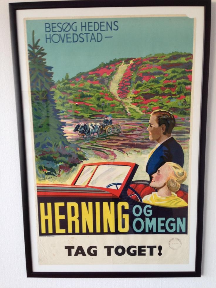 Turistplakat fra 1939. Se herningenserne i oksekærre fra en bil. Men tag toget der til.