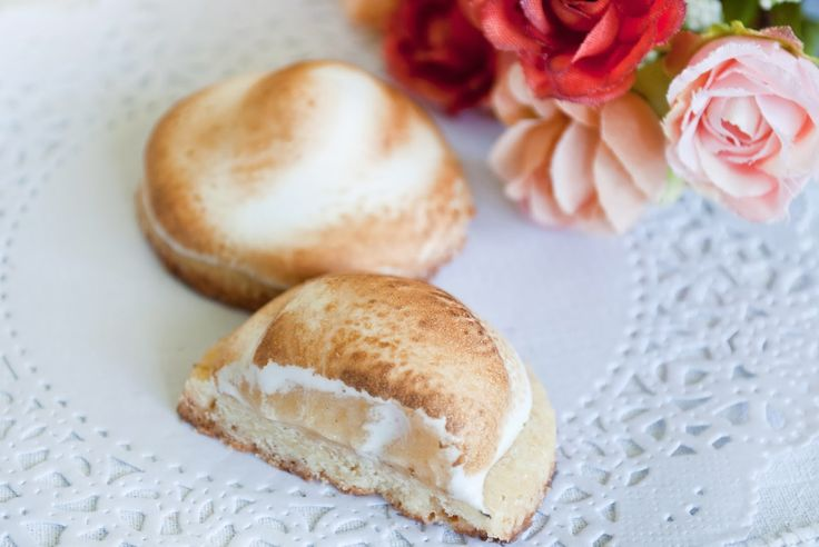 Душистый аромат выпечки: Песочное печенье с лимонным курдом под шапочкой безе