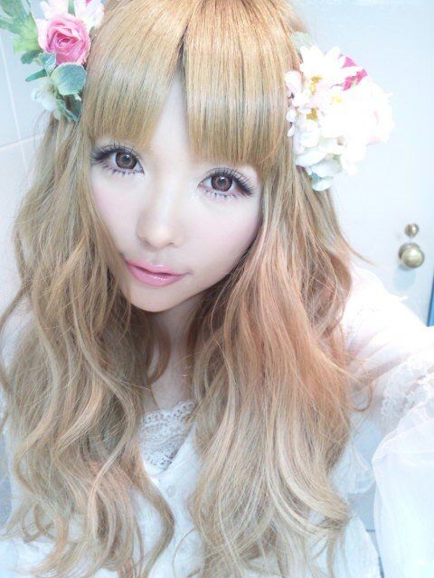 Gyaru #1 Fashion cosmetic lens click here ! http://www.contactlensxchange.com/index.php?main_page=product_info&cPath=3&products_id=96