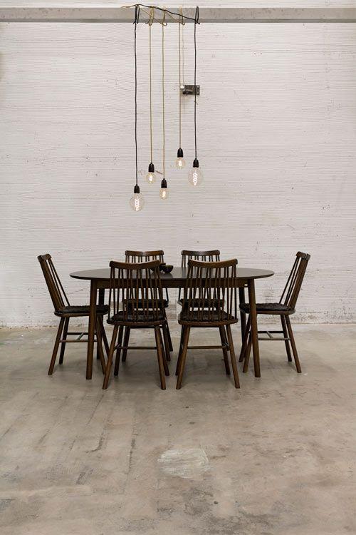 Hans K ZigZag Puinen ajaton ruokapöytä pieneen ruokailutilaan. Pöydässä eri malleja ja kokoja: pyöreä, neliö ja suorakaide. Eri värejä, mm. valkoinen, musta ja tammi. #kruunukaluste #ainain #homedeco #scandinavianhomes #interior #inspiration #interiordesign #homeinspiration #sisustus #sisustusinspiraatio #sisustusidea #modern  #retro