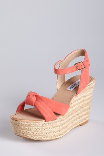 I love Steve Madden Shoes! Especially those like this. We all wore them in