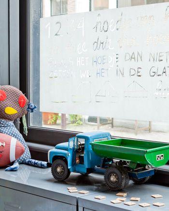 DIY Window decoration - Raamdecoratie gemaakt van latex. Erg handig tegen inkijk! Kijk op www.101woonideeen.nl