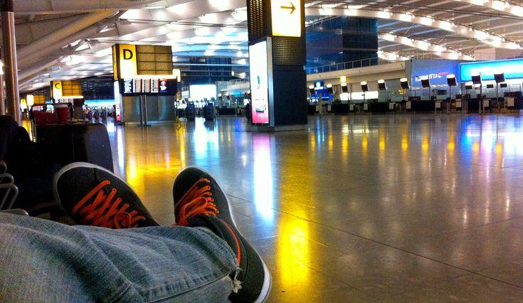 Confira 4 dicas para dormir no aeroporto. As dicas servem para todos os tipos de viajante, sendo mochileiro ou turista de mala de rodinhas.