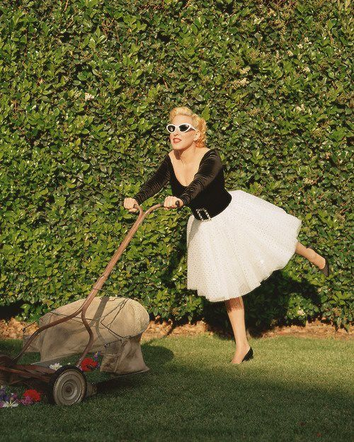 Bette Midler by Annie Leibovitz--apparently i need to step up my landscaping attire game