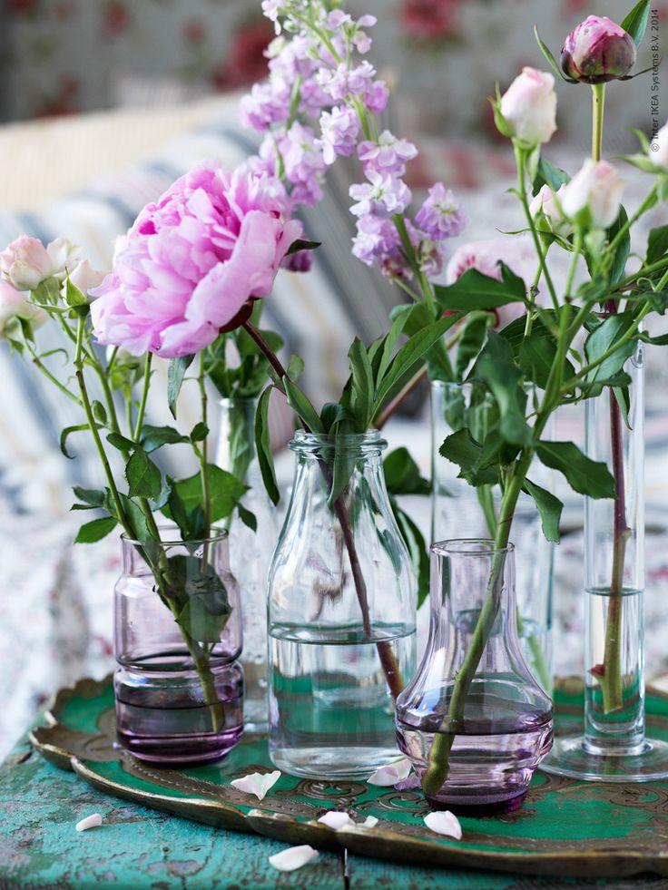 Sommarblommor direkt från trädgården i OLIK, ENSIDIG, TAJT och CYLINDER vaser.