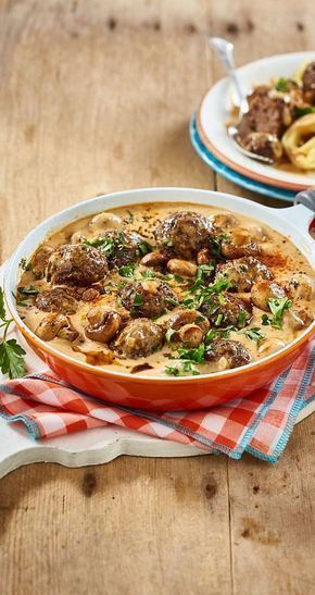 Pasta con salsa de champiñones y albóndigas   – Gesunde Rezepte