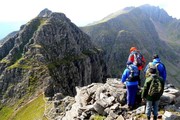 Liathach (Torridon, Ecosse) Considérée comme le plus beau massif d'Écosse, le Liathac dans les Torridon Hills culmine à 1 055 m et son ascension est si raide qu'on s'en souvient longtemps... ©
