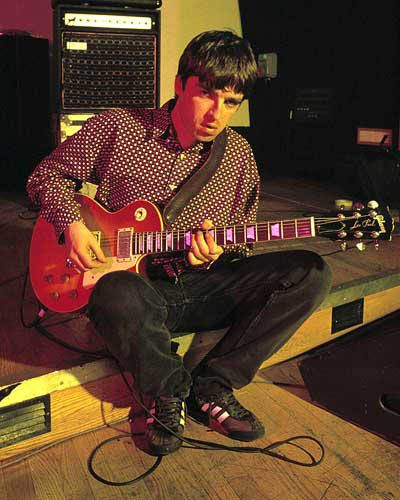 After Definitely Maybe was released, Noel may have still kept the Epiphone Les Paul for a while, but he quickly moved to Gibson ones. He could be seen using a Cherry Sunburst Gibson Les Paul (with open coil bridge pickup).