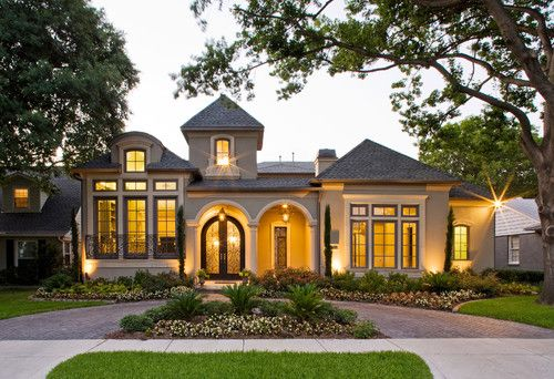 Mediterranean home by Veranda Fine Homes, Dallas, Texas