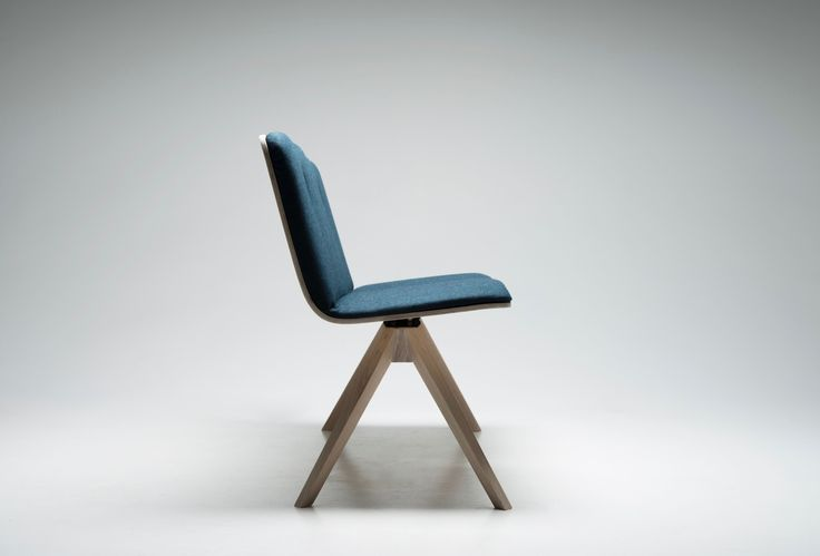 Dining bench. Ergonomic seating with a tilt function in the two separated seats.