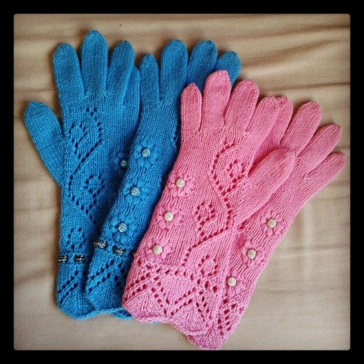 Pink and blue cashmere gloves