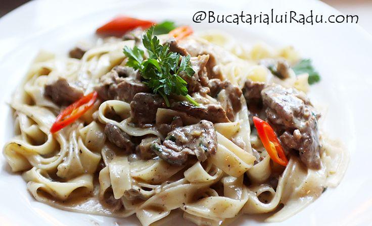 Stroganoff de vitel cu ciuperci si paste tagliatelle. O reteta clasica usor de preparat si de gatit. Ingrediente putine si simple, o reteta de sezon.