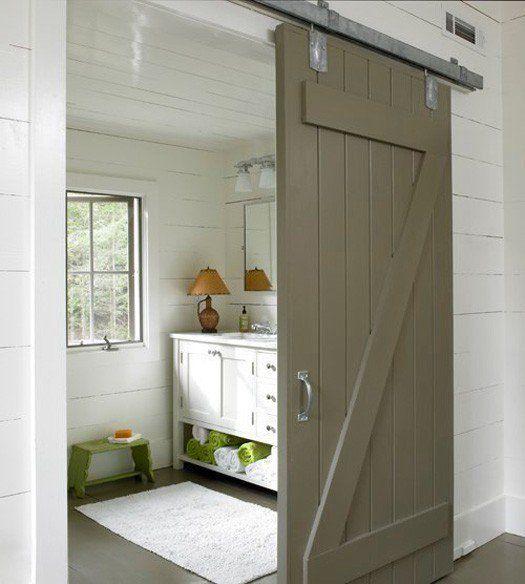 J'aime les grosses portes coulissantes, bien épaisses, qui semblent bien lourdes et qui font penser aux portes en bois des vielles fermes. Le choix d'une couleur qui tranche avec le re…