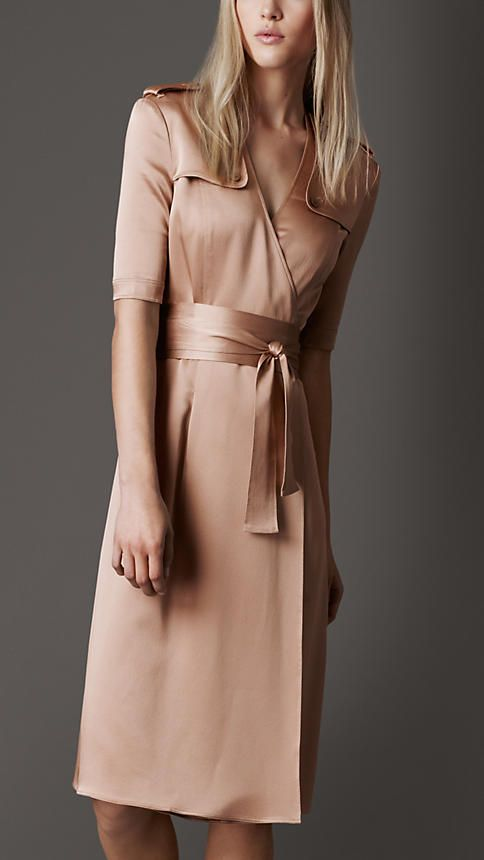 im in love with this Burberry dress... of course its almost $1000 so its never gonna happen. I wish I could find a diy for something similar to this!