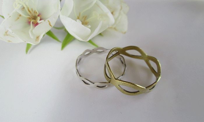 Matching Celtic rings #silver #brass #pattern #matchingrings #gift #jewellery #whiteflowers