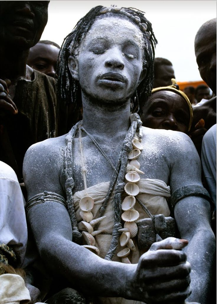 "Africa | Ashanti priest.  Ghana, 1995 | ©Carol Beckwith & Angela Fisher. Publication ""African Ceremonies"""