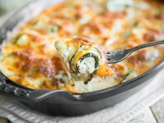 Zucchini-Röllchen-Auflauf mit Ricotta-Basilikum-Creme