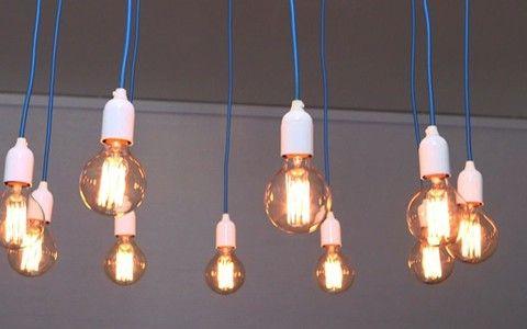 Aprenda a fazer uma luminária de lâmpadas com o Rosenbaum.