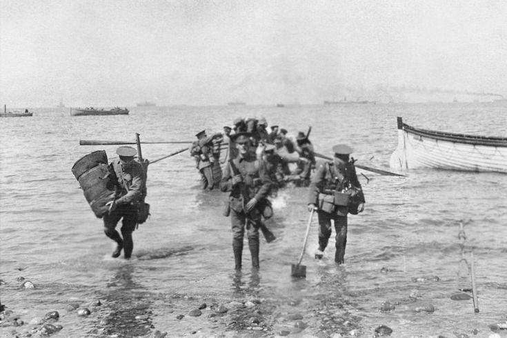 Soldiers arriving at the Gallipoli Peninsula on April 25, 1915.
