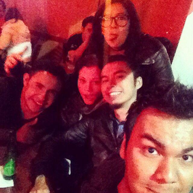 La noche apenas comienza... #Selfie #Friends #Beer #BestFriend #Nice #Sabadrink