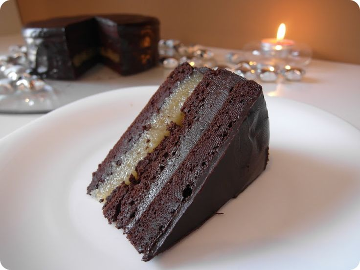 Már sokadszorra készítem el ezt a tortát, és eddig mindig nagy sikert aratott. Többeknek ígértem is már a receptet. De azt mégsem írhatom, h...