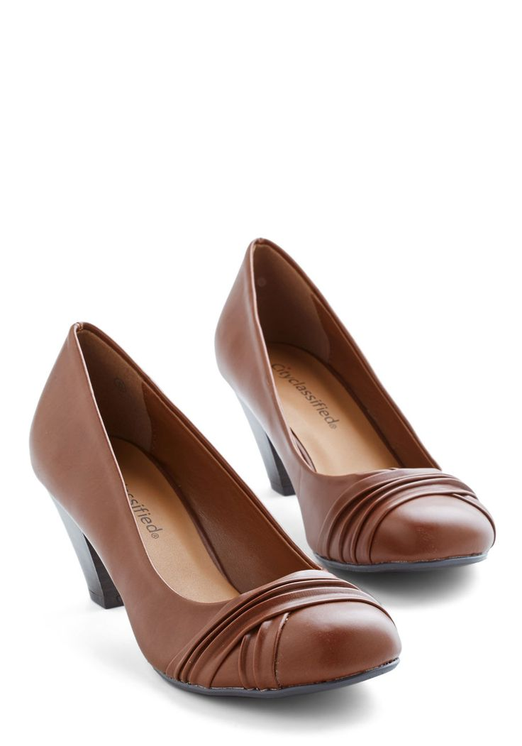 Round the Corner Office Heel. Strut through the hallway and into your new workspace, feeling confident in these chestnut-brown pumps. #brown #modcloth