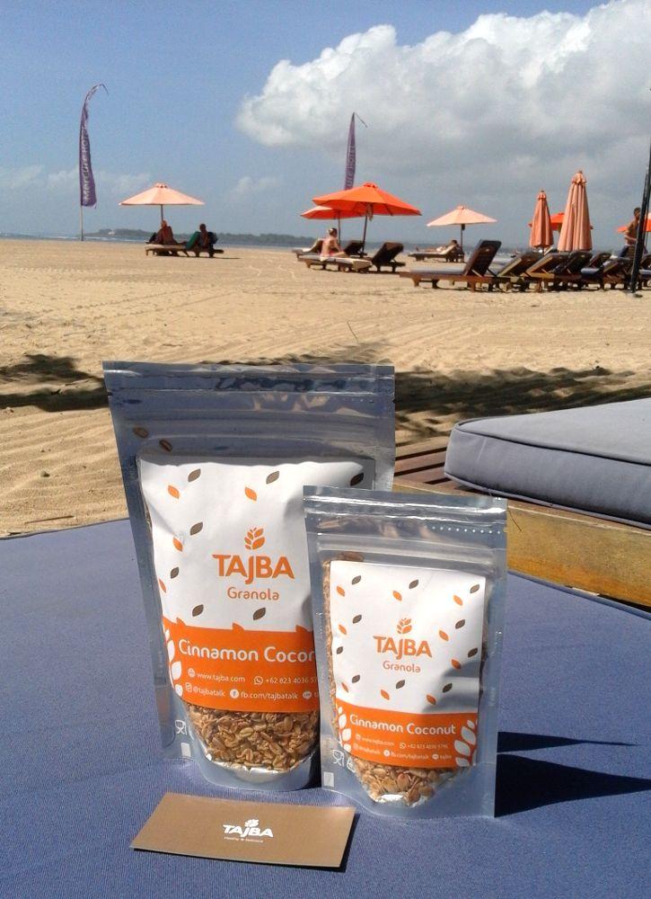 Tajba Granola Cinnamon Coconut  Tajba memiliki satu varian granola yang pas bagi penggemar cinnamon dan coconut. Namannya Tajba Granola Cinnamon Coconut. Varian ini terbuat dari rolled oat cashew cinnamon coconut dan raisin.  Tagged: bali cinnamon coconut denpasar granola granola cinnamon coconut healthy breakfast healthy snack makanan sehat savory granola sehat tajba  https://tajba.com/2017/11/19/tajba-granola-cinnamon-coconut/