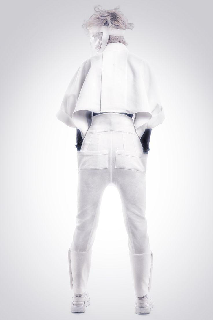 Realización de fotografías para la marca de diseño de ropa Hautchezpere.Chaqueta y pantalón mujer.  Fotografía: Kinoki studio
