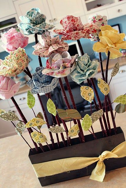 Fabric flowers ... love these. Great tutorial.