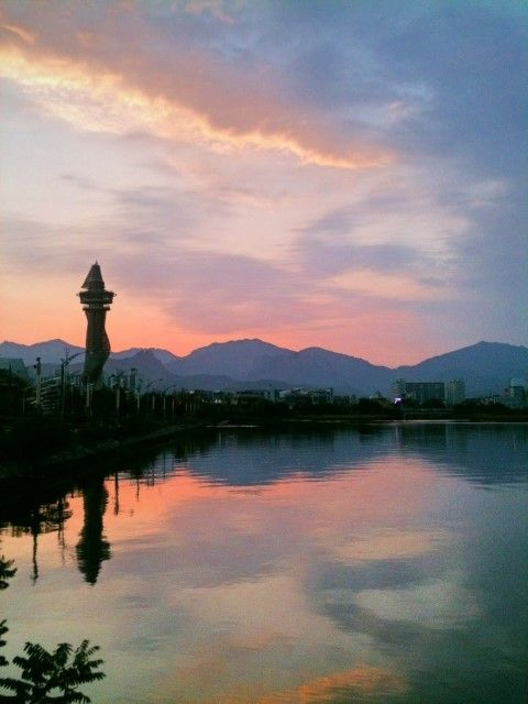 Cheongcho-ho (Cheongcho Lake) in #Sokcho, Korea: The Chengcho Lake is quite big. It will probably take hours to complete one round on foot. The landmark of Sokcho, the Expo Tower, is by the side of the lake. Flock of seagulls, cormorants, geese and other migratory birds rest and feed at the lake and they can be watched from a close distance.