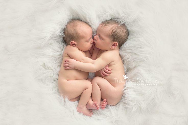 Newborn twins newborn twin photo session twin newborn posing hamilton twin newborn photographer
