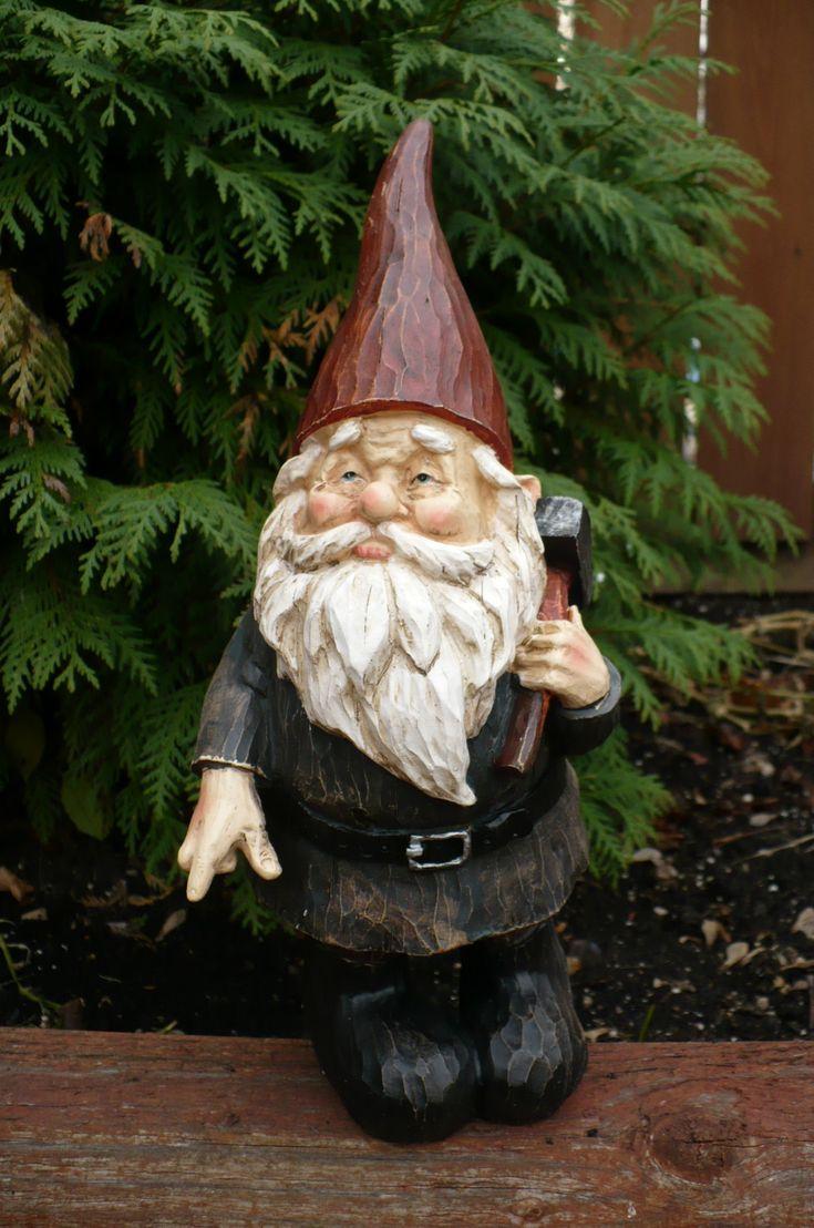 Gnome In Garden: 10 In Polystone Garden Gnome With Hammer On Shoulder