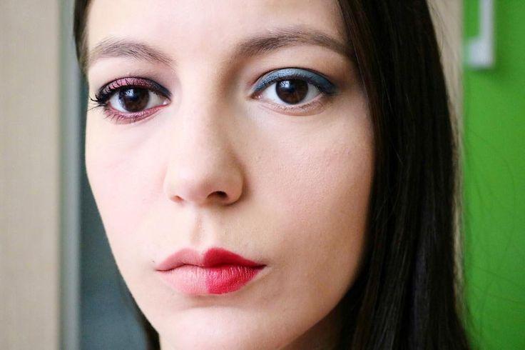 İki farklı makyaj �� benim tercihim mavi göz makyajı ve kırmızı ruj diğeri beni çok sinirlendirdi �� ama annem ve merve diğerini beğendi ����#eyesmakeup http://ameritrustshield.com/ipost/1542058388517746530/?code=BVmfe8mgvdi