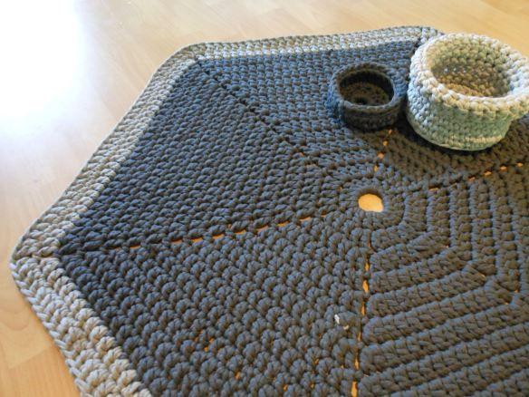 Hexagon crochet carpet, from the book Virkkuri