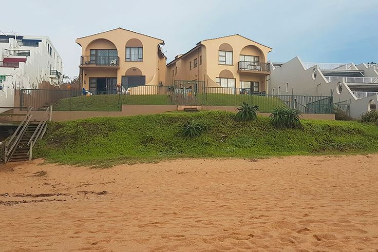 Villa Flamenco 11 - Bella's Beach Cottage Self Catering Holiday Apartment in Chakas Rock / Shakas Rock, North Coast, KZN See more http://www.wheretostay.co.za/villa-flamenco-11-bellas-beach-cottage-self-catering-accommodation-chakas-rock-ballito 2-bedroom unit with beach and sea views located in the second row, on the ground floor of a beachfront complex situated on a lovely beach with a tidal pool at one end, and the Salt Rock main beach at the northern end where it is safe for swimming.