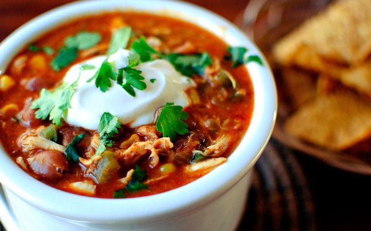 Mexicaanse Bruine Bonensoep is weer eens wat anders dan de traditionele Nederlandse versie. Deze soep is heerlijk pittig en smaakvol! Veel kookplezier!