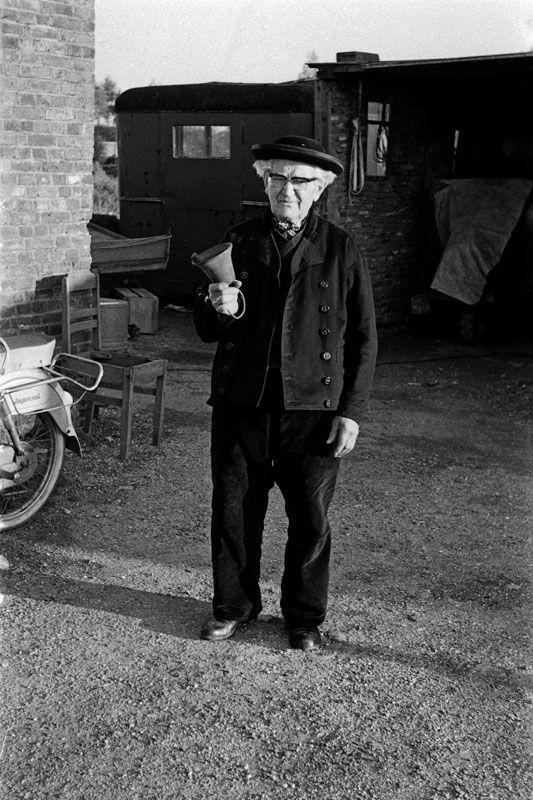 's Heerenhoek: De Heer H. FRANSEN, de 80-jarige dorpsomroeper van 's Heerenhoek en een der oudste in het land van dit uitstervende beroep, g 1966 #Zeeland #ZuidBeveland #katholiek
