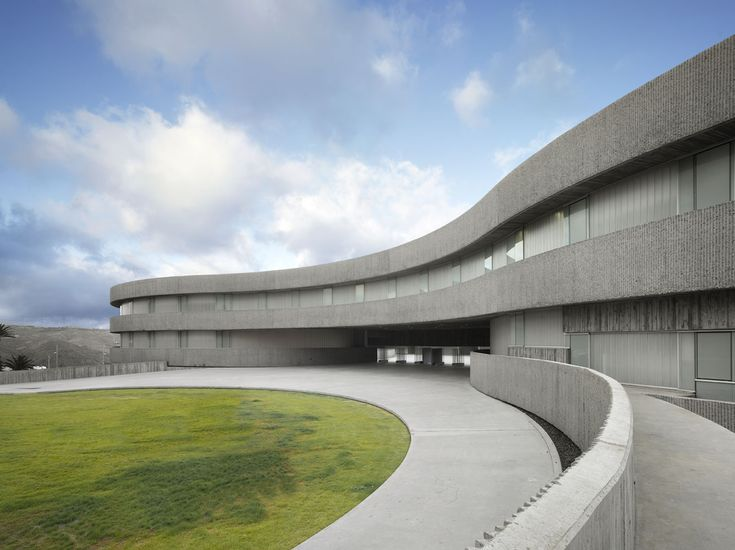 Facultad de Bellas Artes | Santa Cruz, Tenerife, Spain | GPY Arquitectos | photo © Roland Halbe