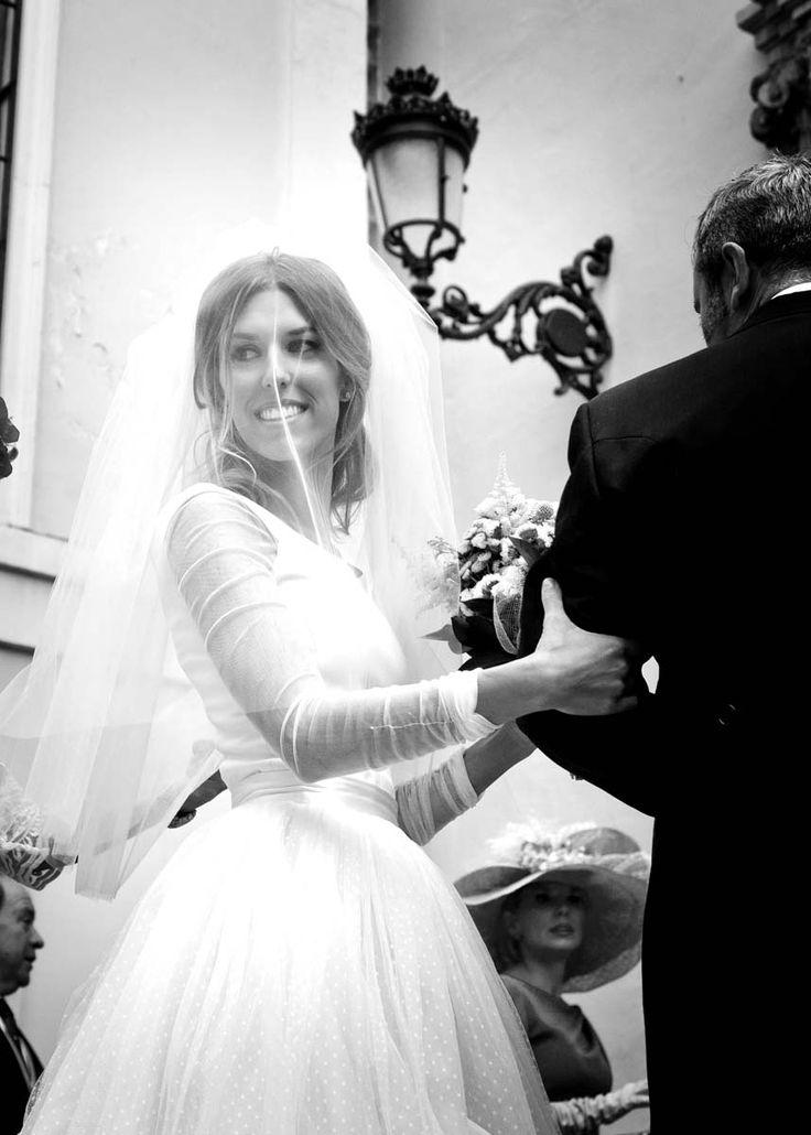 Novia con velo corto de tull ;Diana, una novia increible! velo corto y falda de tull de plumeti