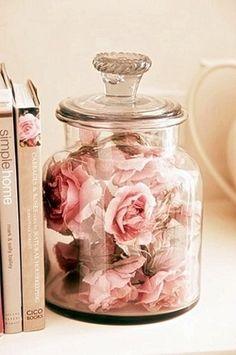 Veja ideias de decoração simples para deixar a sua casa linda! Ideias de como decorar a casa com flores secas: beleza e criatividade, tudo bem baratinho!