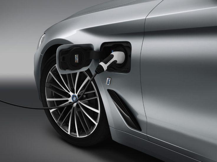 2017 BMW 530e iPerformance plug-in hybrid eDrive