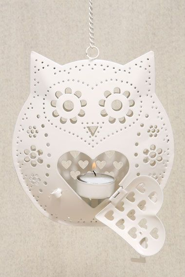lovely hanging tealight Owl, a nice touch with a open heart door. Ah would be so nice when lit up, with hearts and flowers reflecting over the walls :)