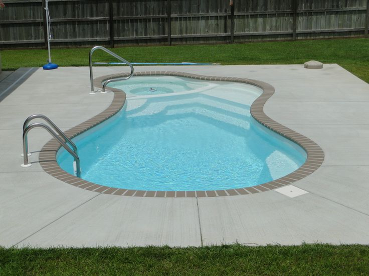 Backyard swimming pool with jacuzzi fiberglass pools for Fiber glass price