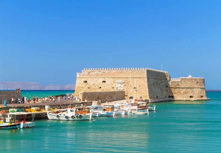 One of Heraklion city's landmarks, the Castello del Molo or Rocca a Mare or just Koules is a fortress at the entrance of the old harbour built by the Venetians to protect the city! After many renovations, #Koules is must visit during your stay in Crete and is located just a few meters from #GalaxyHotelIraklio! #Crete #heraklion #travel_greece
