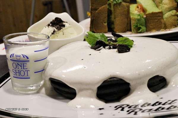 (台北市火車站平價美食)兔子兔子 Rabbit Rabbit 美式漢堡餐廳 美式早午餐鬆餅甜點下午茶(台北車站)